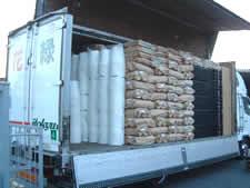 トラック積み荷