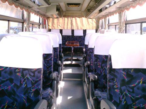 中型バス内部